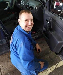 Дмитрий специалист автомеханик 6-го разряда JS-Service