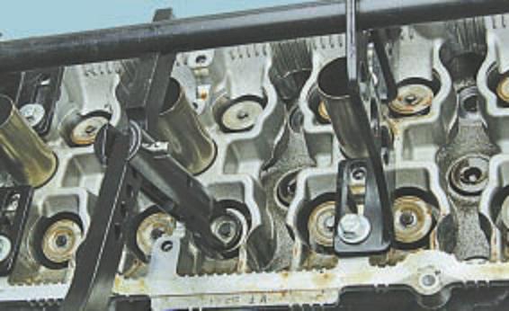 Замена маслосъемных колпачков