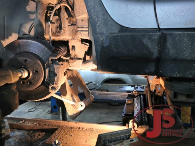 Замена-передних-приводов-полуосей-BMW-X3-js-service-001